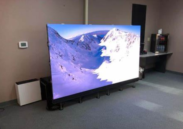 Demo led screen/display in wearhouse